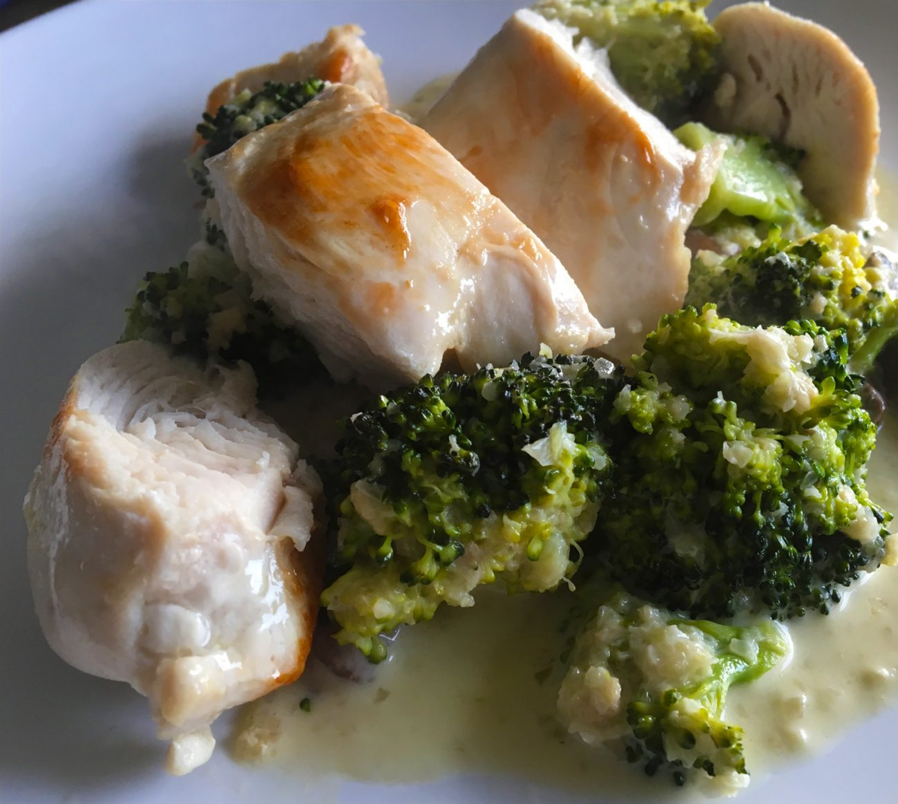 Sous vide kip met broccoli kaassaus
